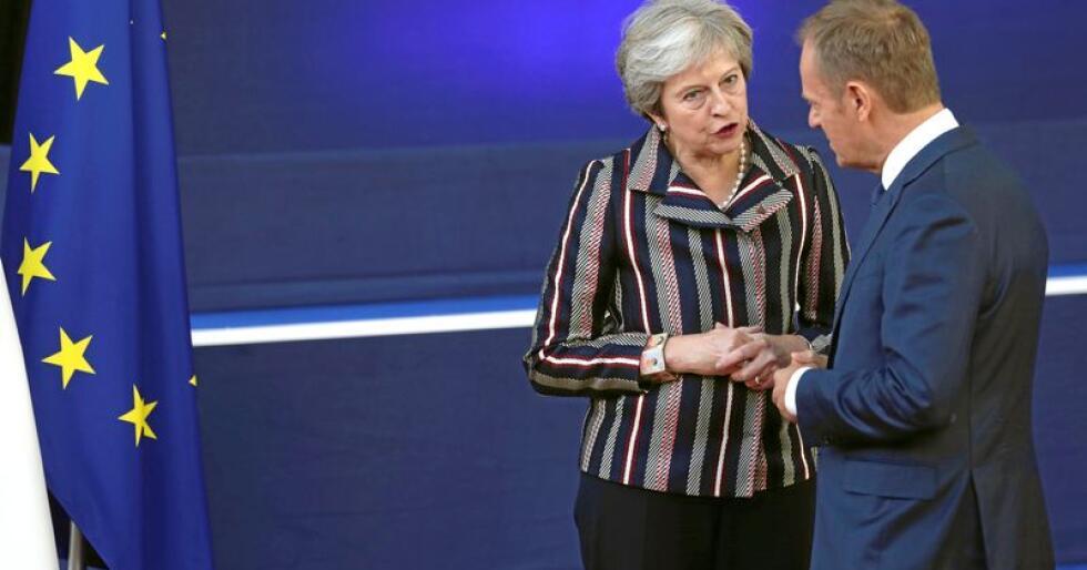 Ja takk beggge deler: Den britiske statsminister Theresa May, her i samtale med Det europeiske råds president Donald Tusk, skal føre Storbritannia ut av EU, men vil gjerne beholde privilegiene. Foto: Francisco Seco / AP / NTB scanpix