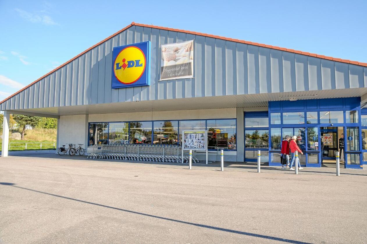 Solgte seg ut: Den tyske dagligvarekjeden Lidl solgte seg ut av Norge i 2008. Om tollen senkes på enkelte produktgrupper kan disse kjedene i større grad ta med seg sine innkjøpsbetingelser fra andre land når de etablerer seg i Norge. Foto:Tage Persson / Mostphotos