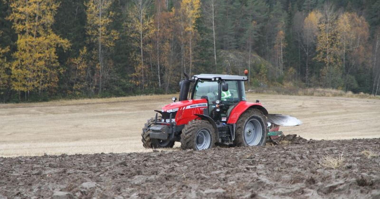 Leases per time: Massey Ferguson 7718S er en av modellene som kan finansieres med operasjonell leasing. Her fra Traktors prøvekjøring av 7718 i 2015. Arkivfoto: Traktor