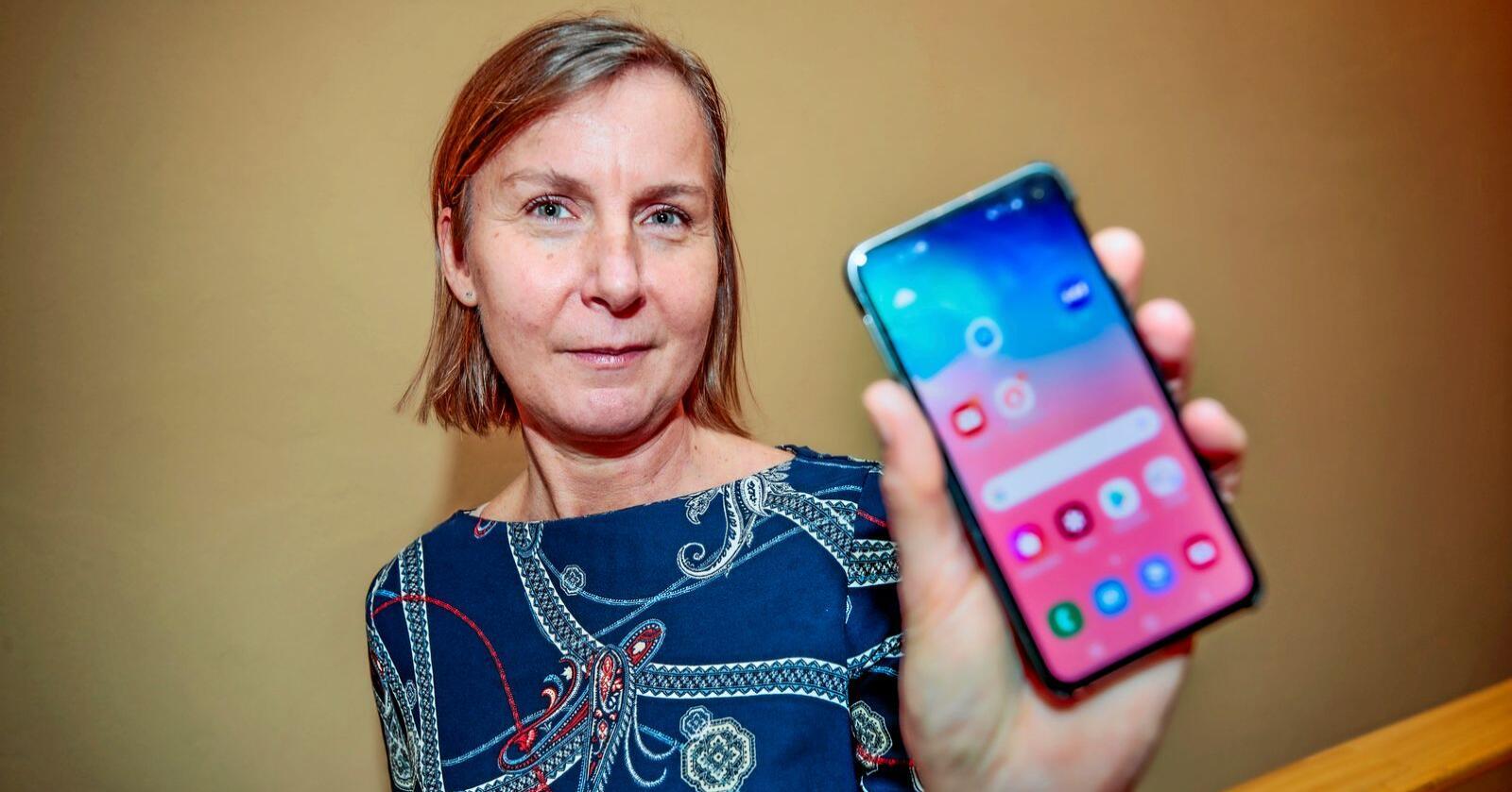 Elisabeth Aarsæther følger situasjonen for nettilgang over hele landet. Foto: Lise Åserud / NTB scanpix