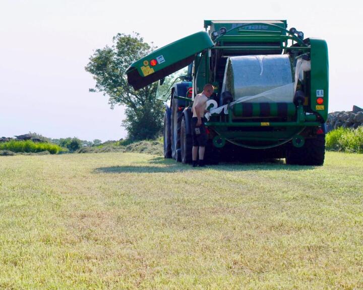 Dårligere marginer: Økte priser på plast, traktorer og redskaper, tvinger flere av entreprenørene vi har snakket med, til å øke prisene sine.