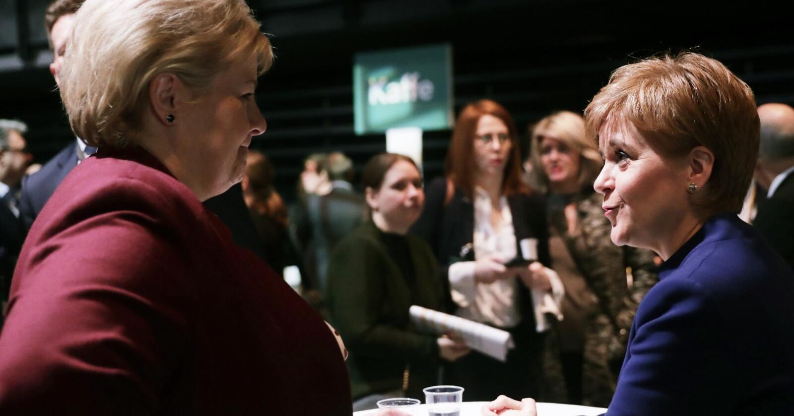 I fjor besøkte Nicola Sturgeon, Skottlands førsteminister (t.h.), NHOs årskonferanse og møtte blant annet statsminister Erna Solberg (H). Foto: Berit Roald/ NTB