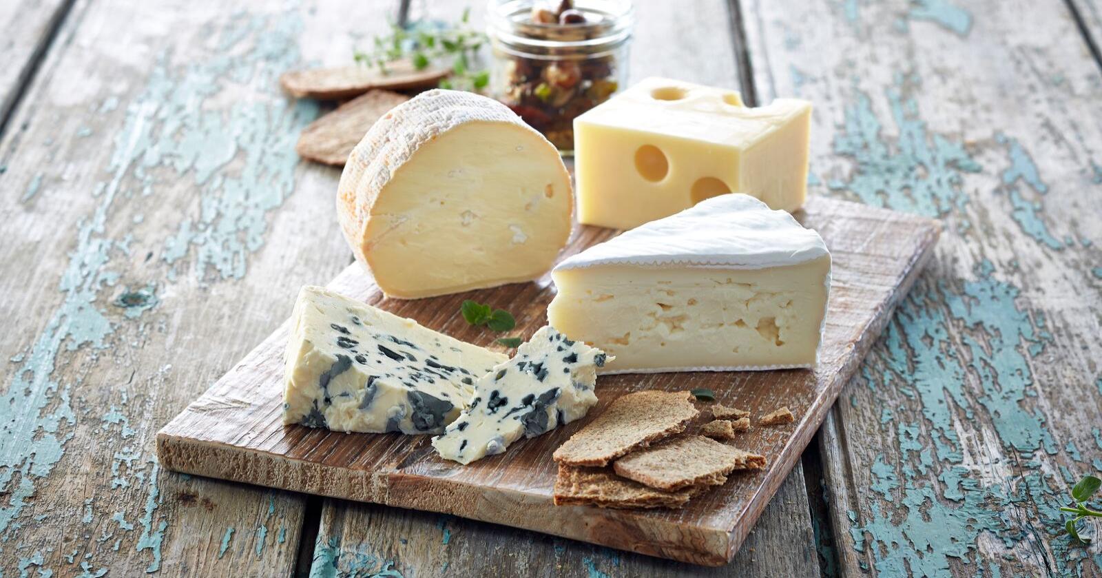 Det er en jungel av oster, og det er ikke lett å vite hvilke man bør droppe som gravid. Foto: Melk.no