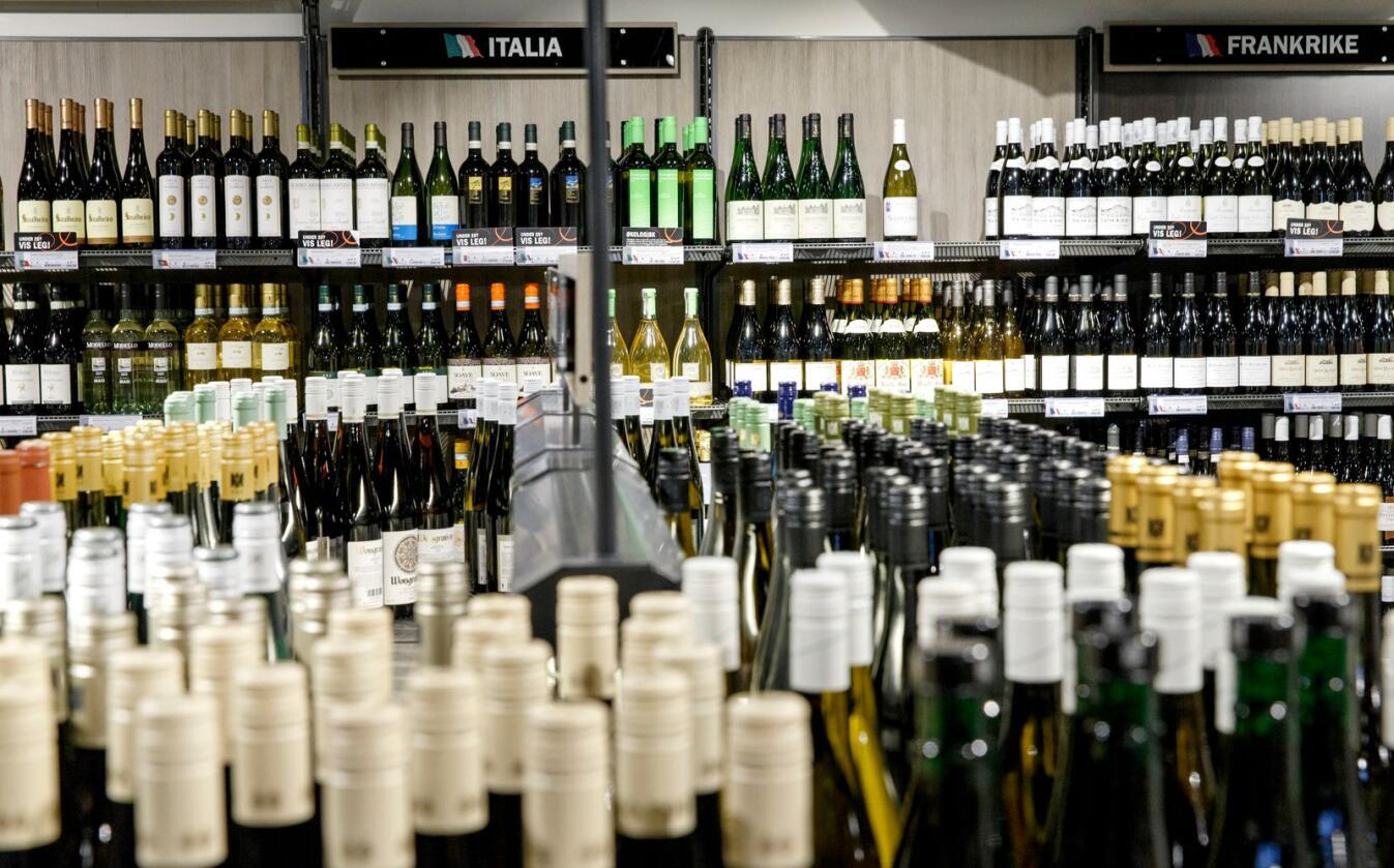 Det skal være mulig å kunne leve av å drive med småskala alkoholproduksjon i Norge, sier generalsekretær Ingunn Jordheim i Vin- og brennevinleverandørenes forening. Foto: Gorm Kallestad / NTB