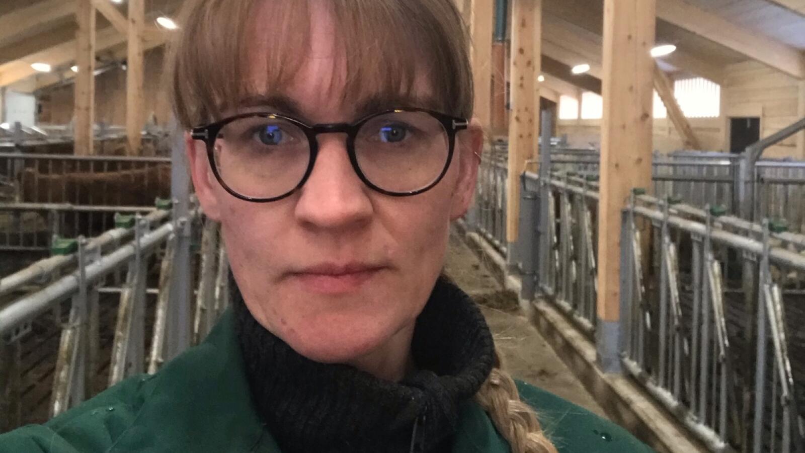 Tove Ørsund, fembarnsmor og melkebonde, mener en høyere inntekt må til for å rekruttere kvinner til landbruket. Foto: Privat