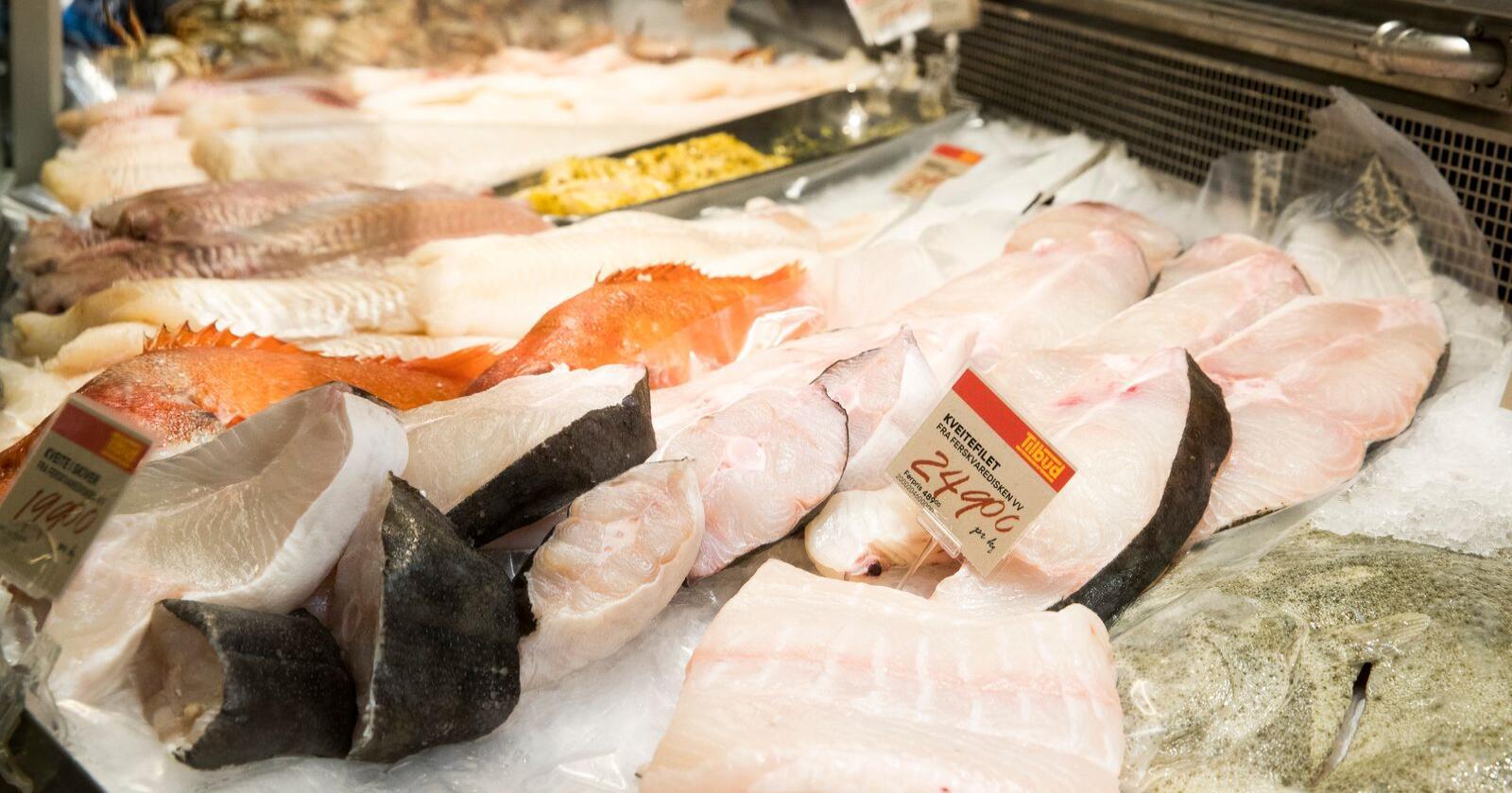 Regjeringen vil at barn og unge skal spise mer fisk. De gir 10,5 millioner kroner til kostholdsprogrammet Fiskesprett. Illustrasjonsfoto: Terje Pedersen / NTB scanpix