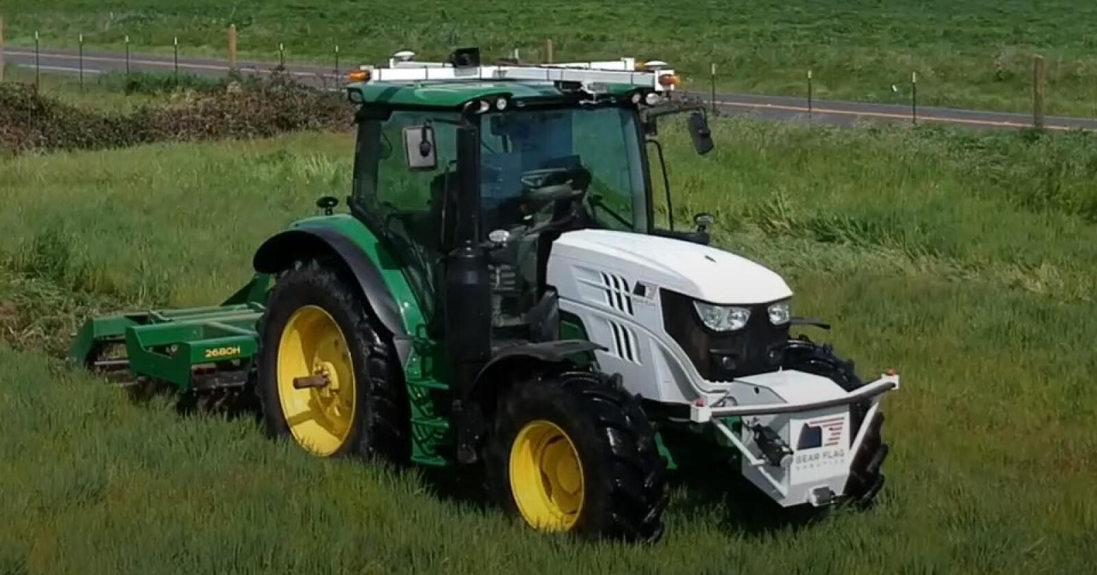 AUTONOM: John Deere har kjøpt Bear Flag Robotics for å gjøre traktorene sine selvkjørende. Foto: Skjermdump fra YouTube