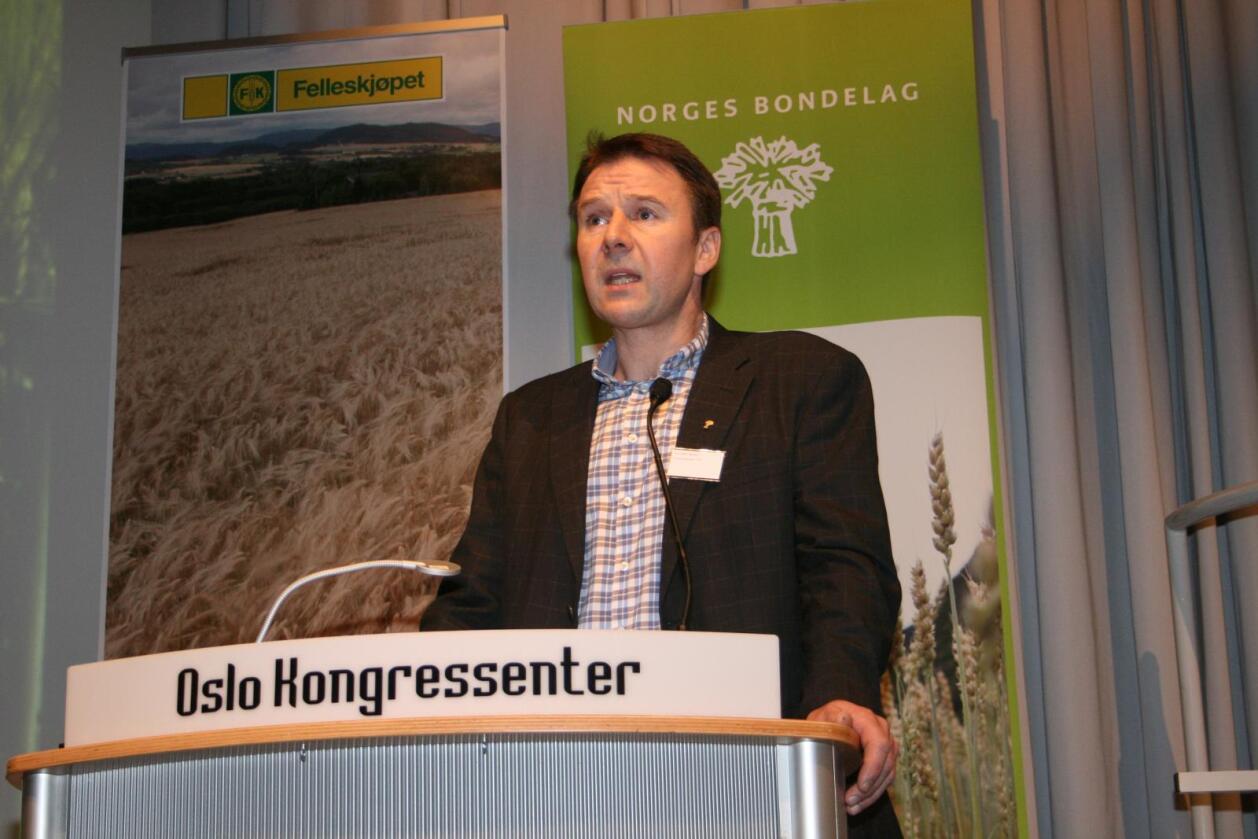 Leder Lars Petter Bartnes i Norges Bondelag krever endringer i matvarebransjen. Her er han avbildet under en kornkonferansen arrangert av Felleskjøpet og Bondelaget i februar i år. Foto: Bjarne Bekkeheien Aase