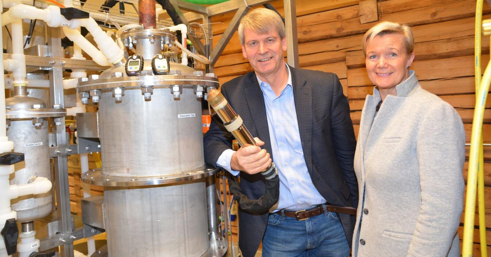 Grete Sønsteby og Rune Ingels i N2 Applied utvikler teknologi som kan optimalisere utnyttelsen av nitrogen på norske gårdsbruk og redusere lystgassutslippene betydelig. Arkivfoto: Anders Sandbu