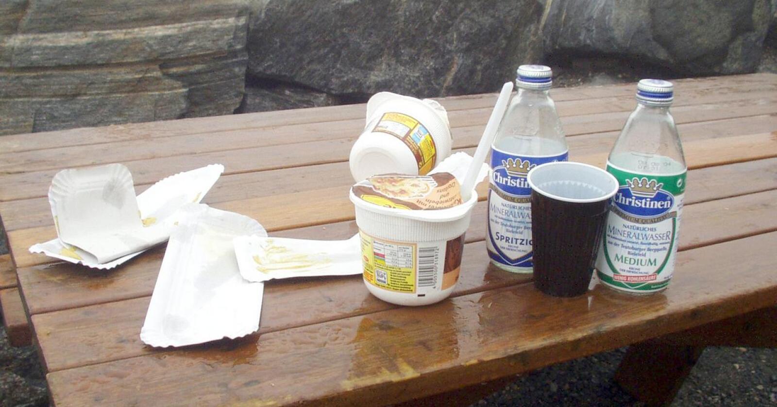 Avvisende: Bygdefolk forsøpler også, skriver innsenderen. Foto: Rune Solheim
