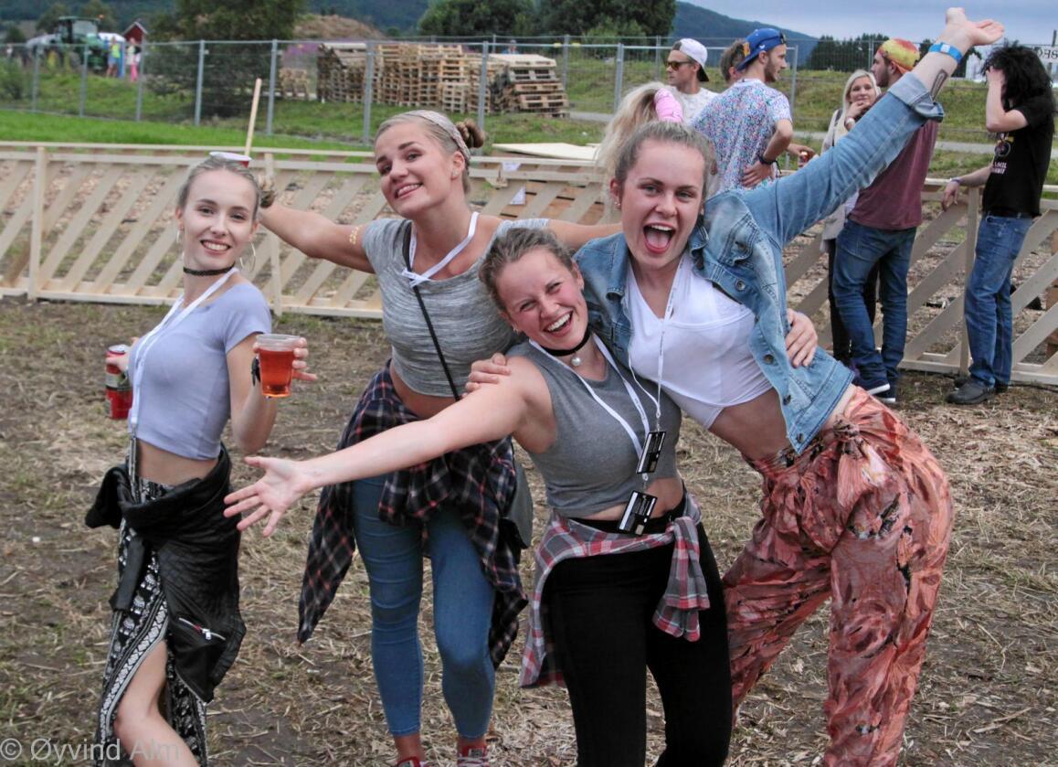 Landsstevnet i Surnadal har så langt tiltrukket seg 1100 glade ungdommer som vil delta på konkurranser, diskusjoner, lek og moro. Foto: Øyvind Alm, Norges Bygdeungdomslag