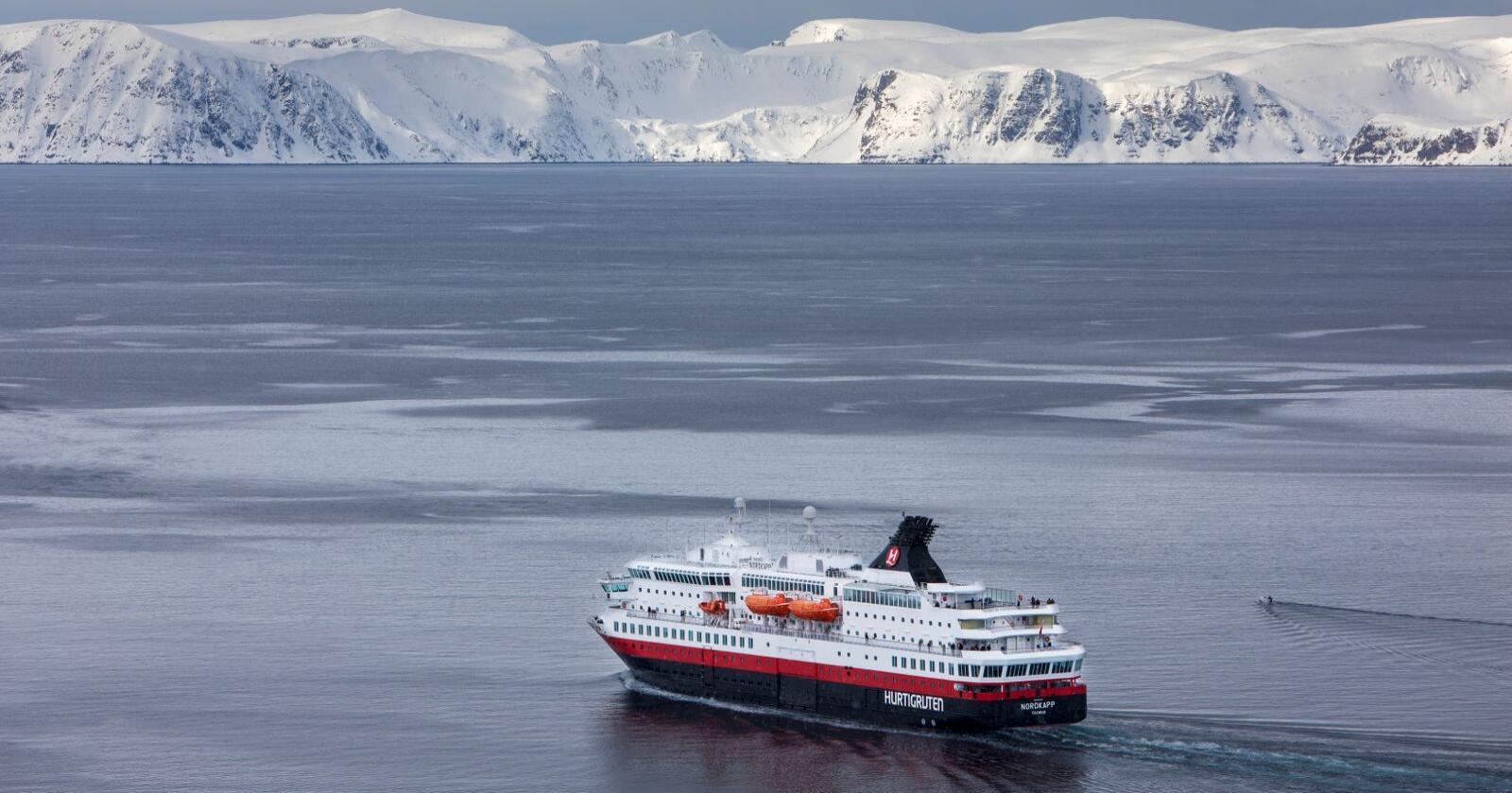 Hurtigruten skal seile med fem skip langs norskekysten fra januar. Foto: Ole Berg-Rusten / NTB