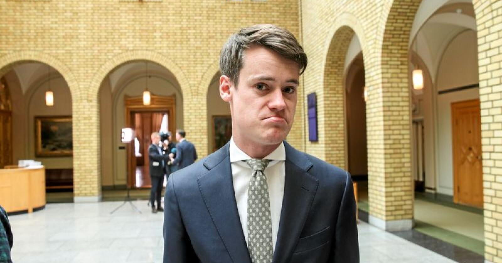 Tore Storehaug (KrF) i vandrehallen på Stortinget. Han sier det lite rom for ytterligere skattelettelser etter regjeringens bompengeavtale. Foto: Vidar Ruud / NTB scanpix