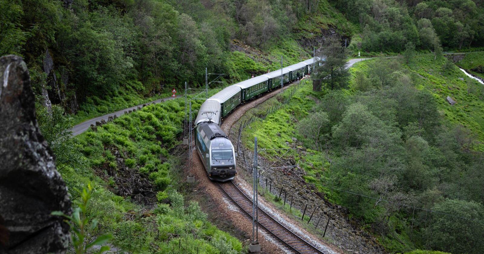 Behov: Har ikke Nord-Norge samme behov for infrastruktur som resten av landet, spør innsenderen. Her ser vi Flåmsbanen. Foto: Mostphotos