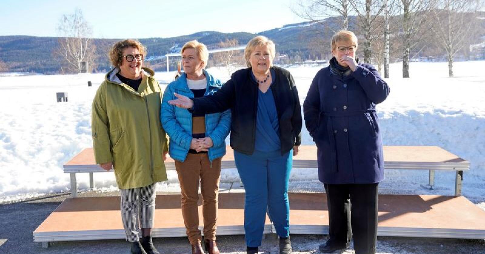 Når Olaug Bollestad, Siv Jensen, Erna Solberg og Trine Skei Grande samles på budsjettkonferanse, som her fra tidligere i år, får det konsekvenser landet rundt. Foto: Cornelius Poppe / NTB Scanpix