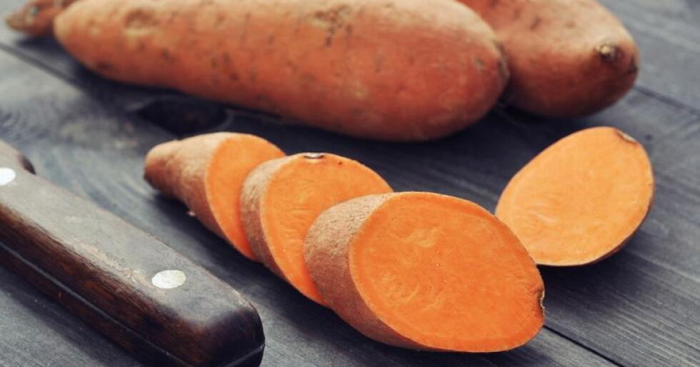 Søtpotet er ei av grønsakene med norsk dyrkingspotensial, spesielt i dei områda der ein har hatt tradisjon for dyrking av tidlegpoteter. Foto: Colourbox