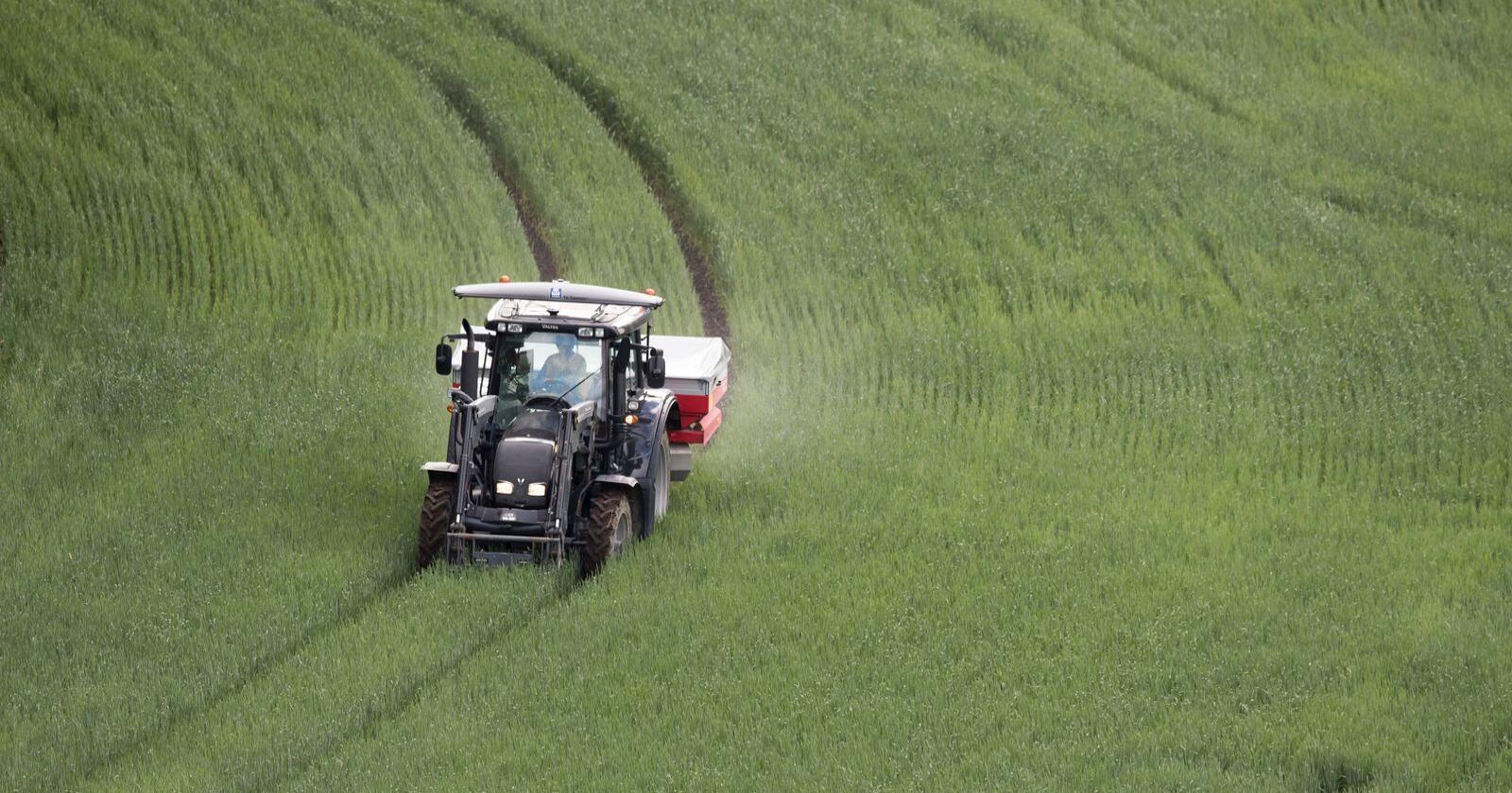 Økte gjødselpriser har ført til at det blir tilleggsforhandlinger mellom staten og jordbruket. Foto: Terje Bendiksby / NTB