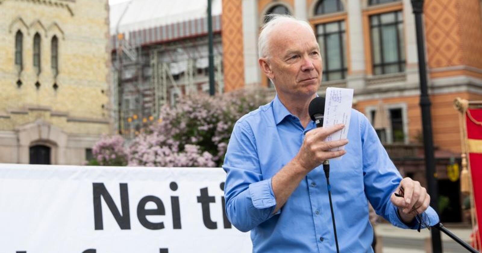 67 prosent seier nei til norsk medlemskap i EU. Per Olaf Lundteigen fra Senterpartier seier arbeidslivspolitikken er ein del av årsaken.  Foto: Tore Meek / NTB scanpix
