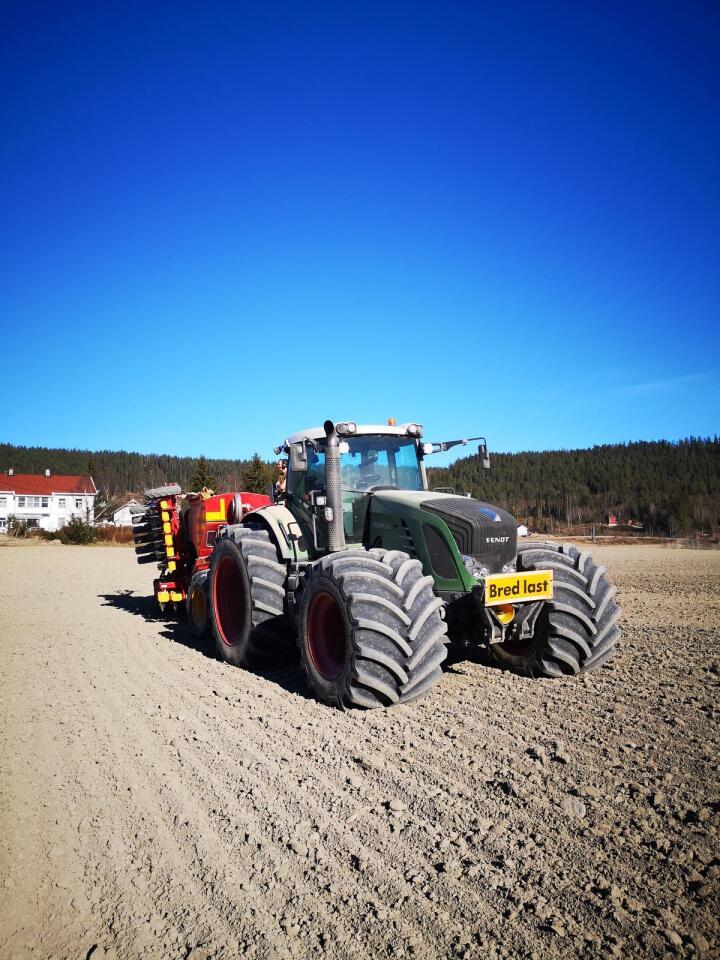 Trekkraft: når traktorene blir større og tyngre, må dekkutrustningen henge med for å få overføre mottereffekten til trekkraft.