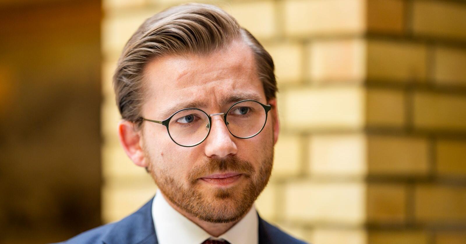 Klima- og miljøminister Sveinung Rotevatn (V) skriv at «gjeldande ordning bør oppretthaldast». Foto: Håkon Mosvold Larsen / NTB scanpix
