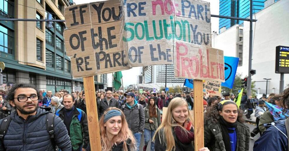 Fra klimademonstrasjon i Brussel søndag 2. desember. Foto: Geert Vanden Wijngaert / AP / NTB scanpix