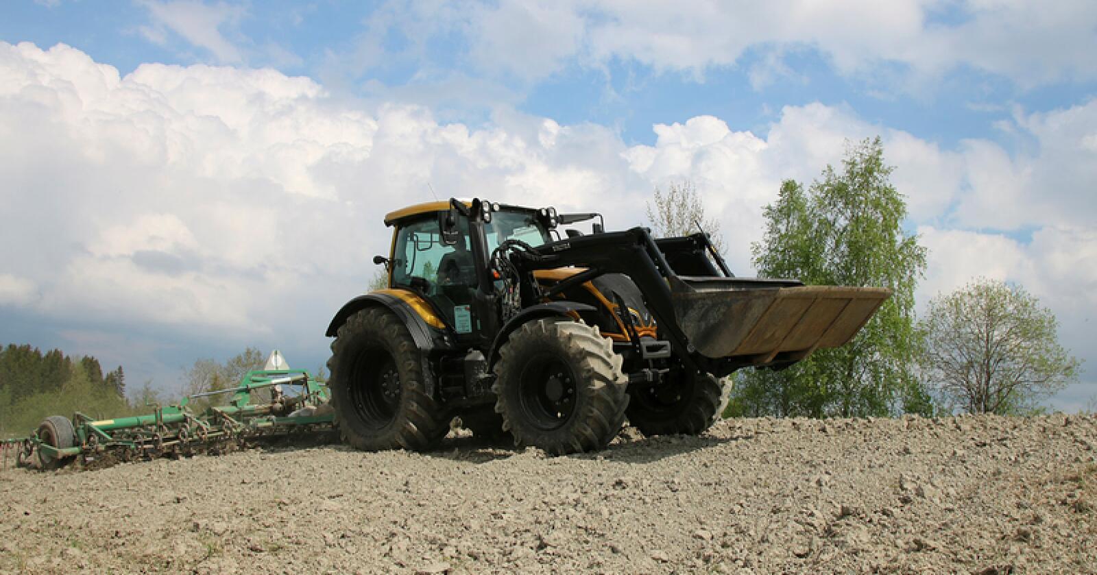 I år som i fjor, kjemper John Deere, Valtra og Massey Ferguson om å være Norges største traktormerke. (Foto: Arkivfoto Traktor)
