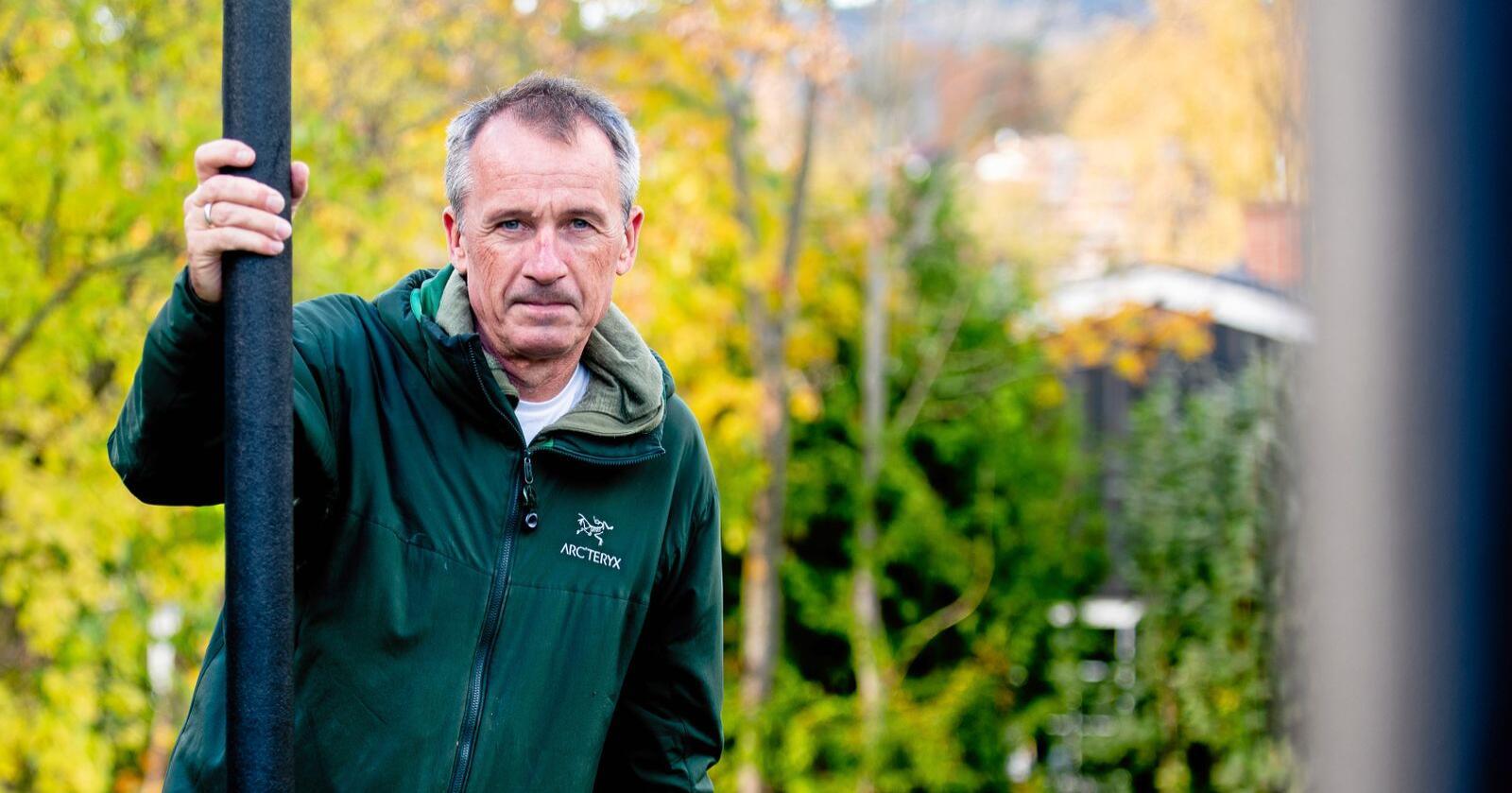 Retningsskifte: Anders Nordstad (56), som er siviløkonom med lang fartstid innan handel med korn og soya, er tilsett som ny generalsekretær i Norsk Bonde- og Småbrukarlag. Han tek til orde for at utviklinga i jordbruket på fleire felt er på feil kurs, noko han håper å bidra til ei endring på. Foto: Vidar Sandnes