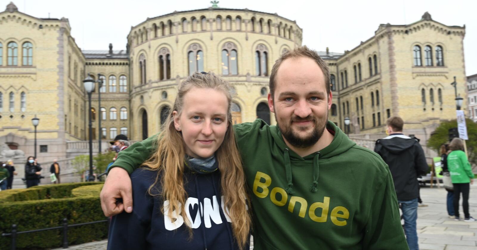 Ingeborg Rindalsholt og Tor Olav Hanset er overveldet over responsen og engasjementet de har møtt på veien fra Møre og Romsdal. Foto: Siri Juell Rasmussen