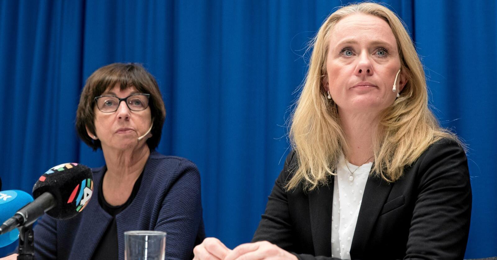 Nav-skandalen: Nav-direktør Sigrun Vågeng (t.v.) og arbeids- og sosialminister Anniken Hauglie (H) under en pressekonferanse. Foto: Terje Pedersen / NTB scanpix