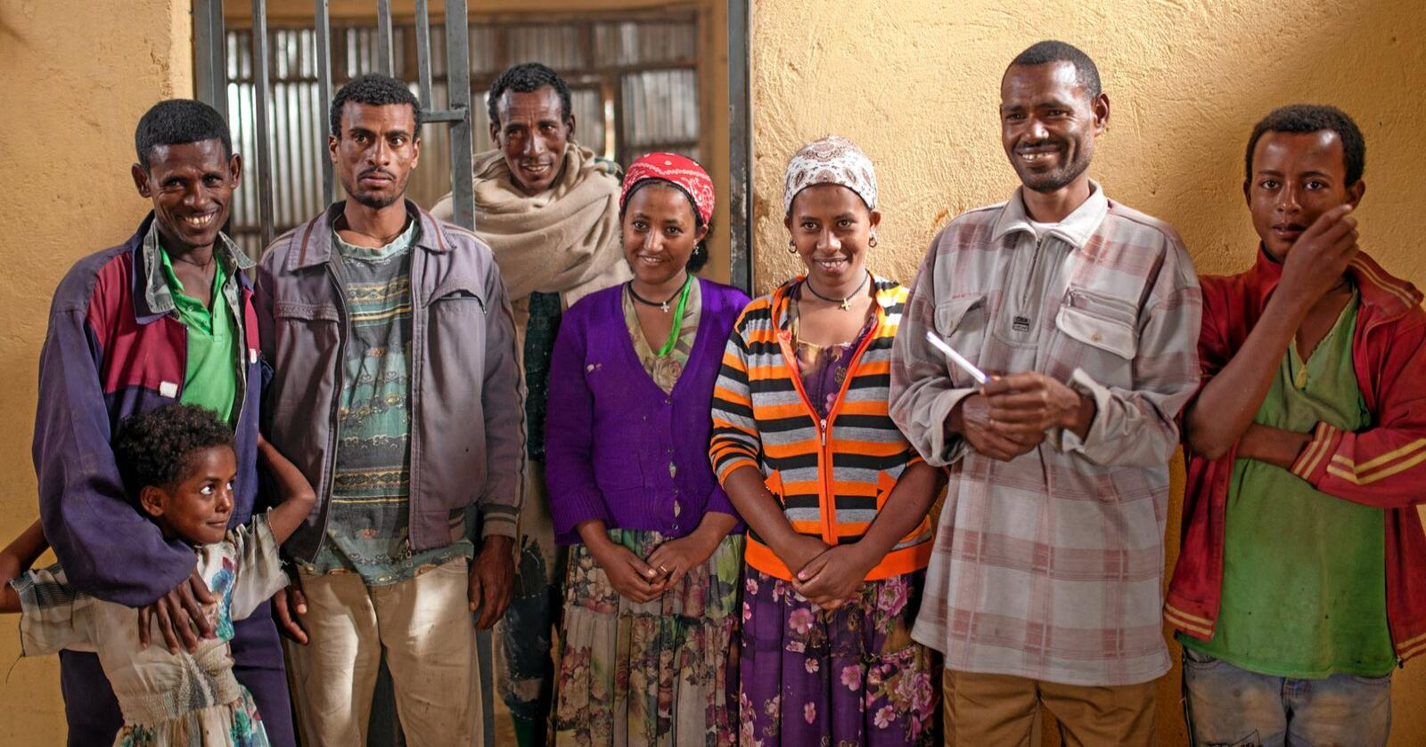 Samvirker: Gjennom sitt lokale melkekooperativ står bøndene i landsbyen Adi Awso i Etiopia sterkere. Foto: Julie Lunde Lillesæter / Differ Media