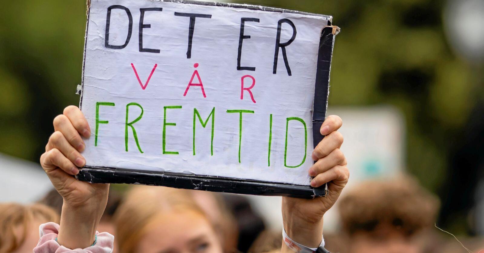 En nasjonal koordinering må til for at hele Norge skal kunne nå klimamål, hevder forskere. Bildet viser barn som demonstrerer med klimabrøl foran Stortinget høsten 2019.Foto: Håkon Mosvold Larsen / NTB