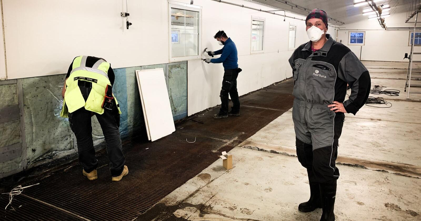 Bente Risholm Børsheim fikk LA-MRSA i grisehuset på Vega i Nordland. Nå gjennomføres en grundig og kostbar sanering av bygget. Foto: Lena Rakvaag