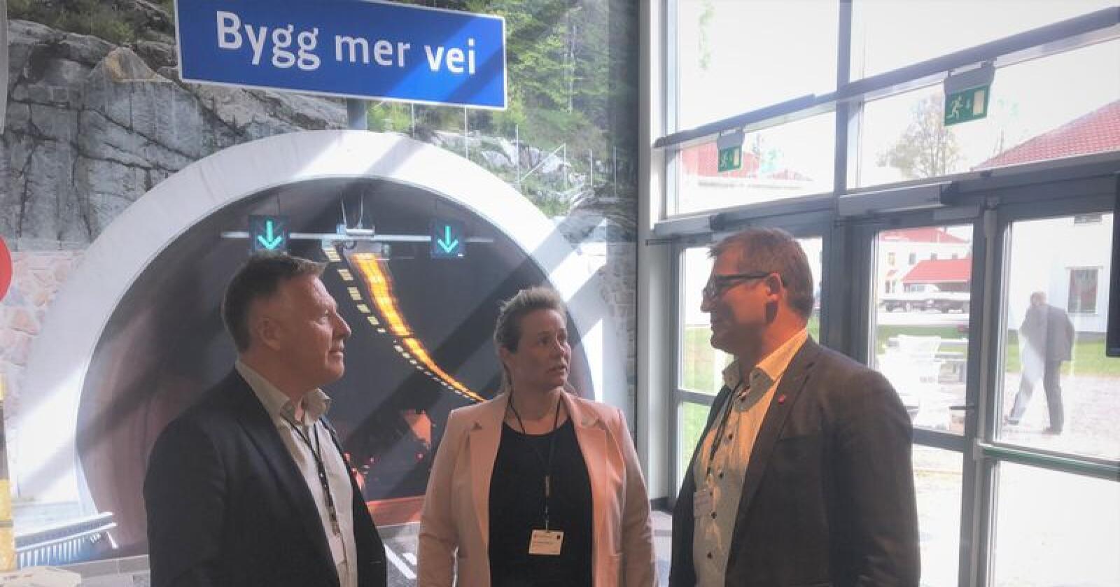 Frp-erne John Karlsen (førstekandidat i Troms og Finnmark Frp), Lill Harriet Sandaune (gruppeleder i Trøndelag) og Dagfinn Olsen (fylkesleder i Nordland) krever milliardøkninger i satsinger på fylkesveier.