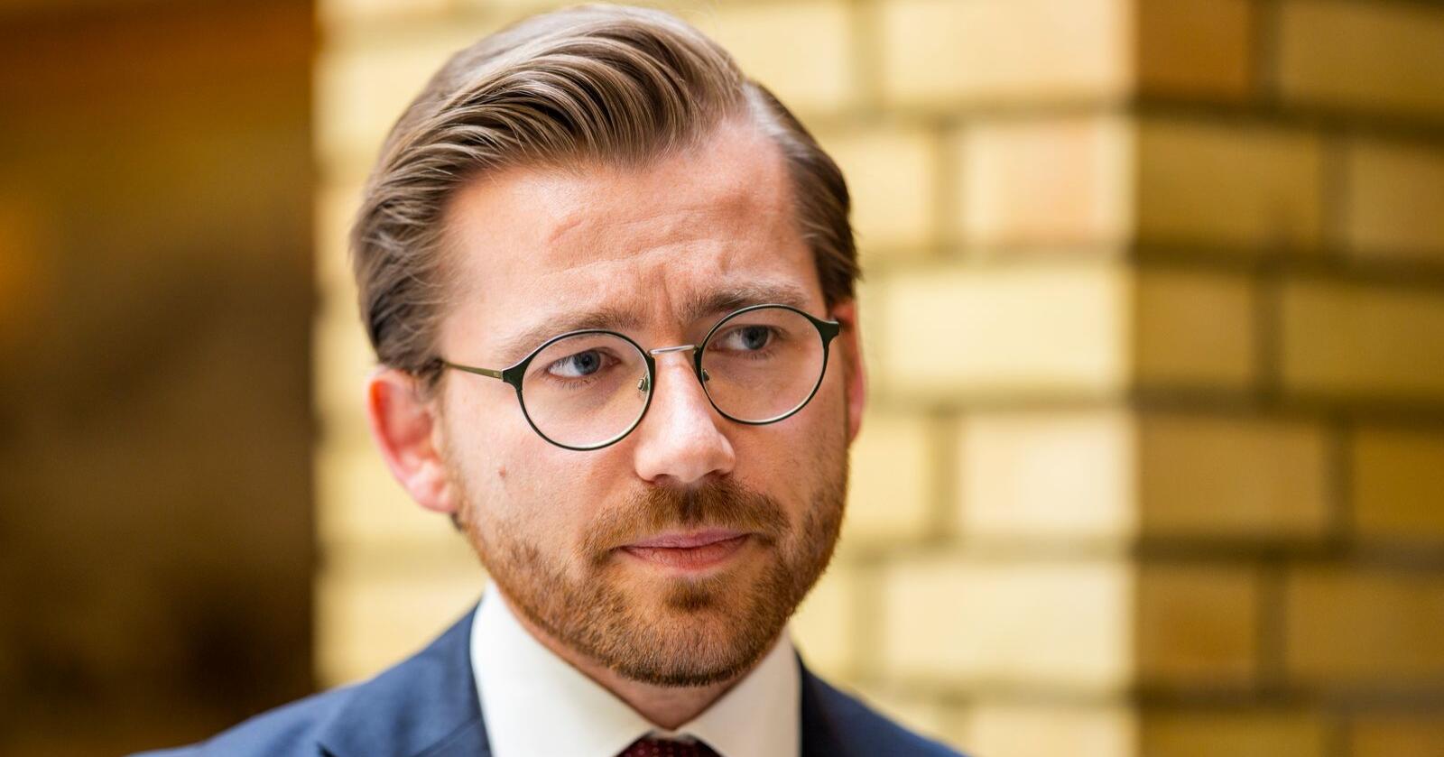 Klima- og miljøminister Sveinung Rotevatn (V) vil bli partileiar i Venstre, men stiller han på lista til Sogn og Fjordane er det ikkje sikkert at han får plass på Stortinget. Foto: Håkon Mosvold Larsen / NTB scanpix / NPK