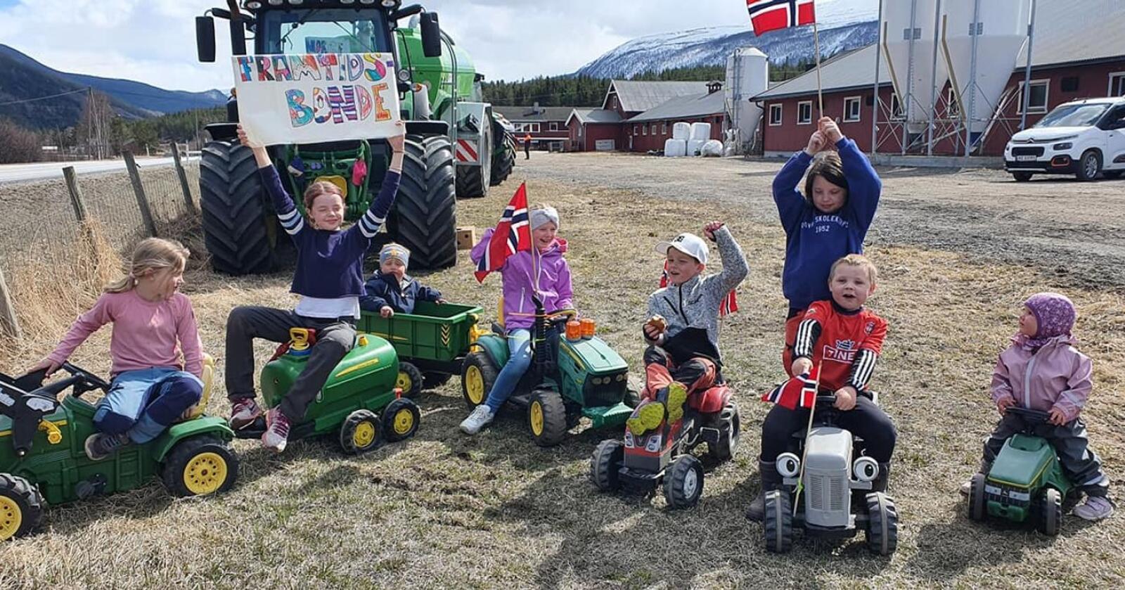 Framtidas bønder under ein aksjon på Dovre. Foto: Bjørnhild Vigerust