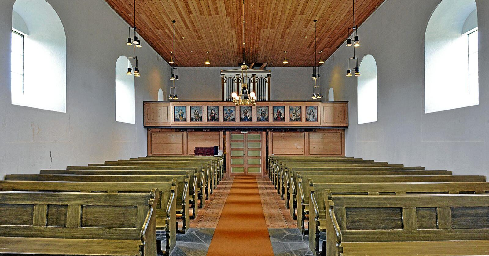 Sjelden: Bare hver tiende kirke i Norge (her Dønnes kirke på Helgeland) er fra middelalderen. Foto: Bård Bårdløkken