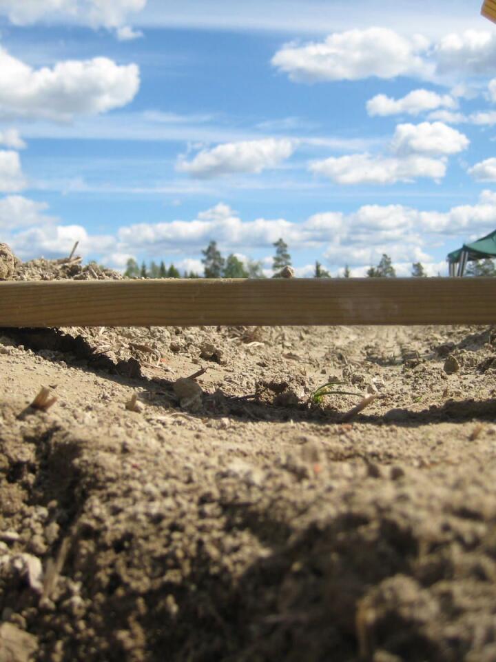 Jordpakking, vannmetta jord og lav pH i jorda gir høyere lystgassutslipp. Foto: Till Seehusen, Nibio.
