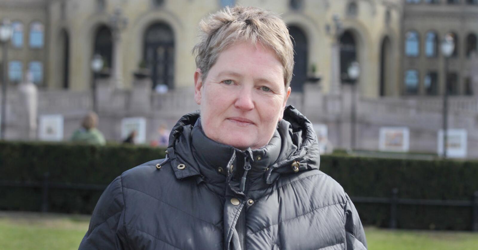 Eli Berge Ness er politisk nestleder i Norsk Bonde- og Småbrukerlaget. Hun mener regjeringens rovdyrforvaltning har strammet grepet mot beitenæringen med stadig nye forslag. Foto: Nora May Engseth