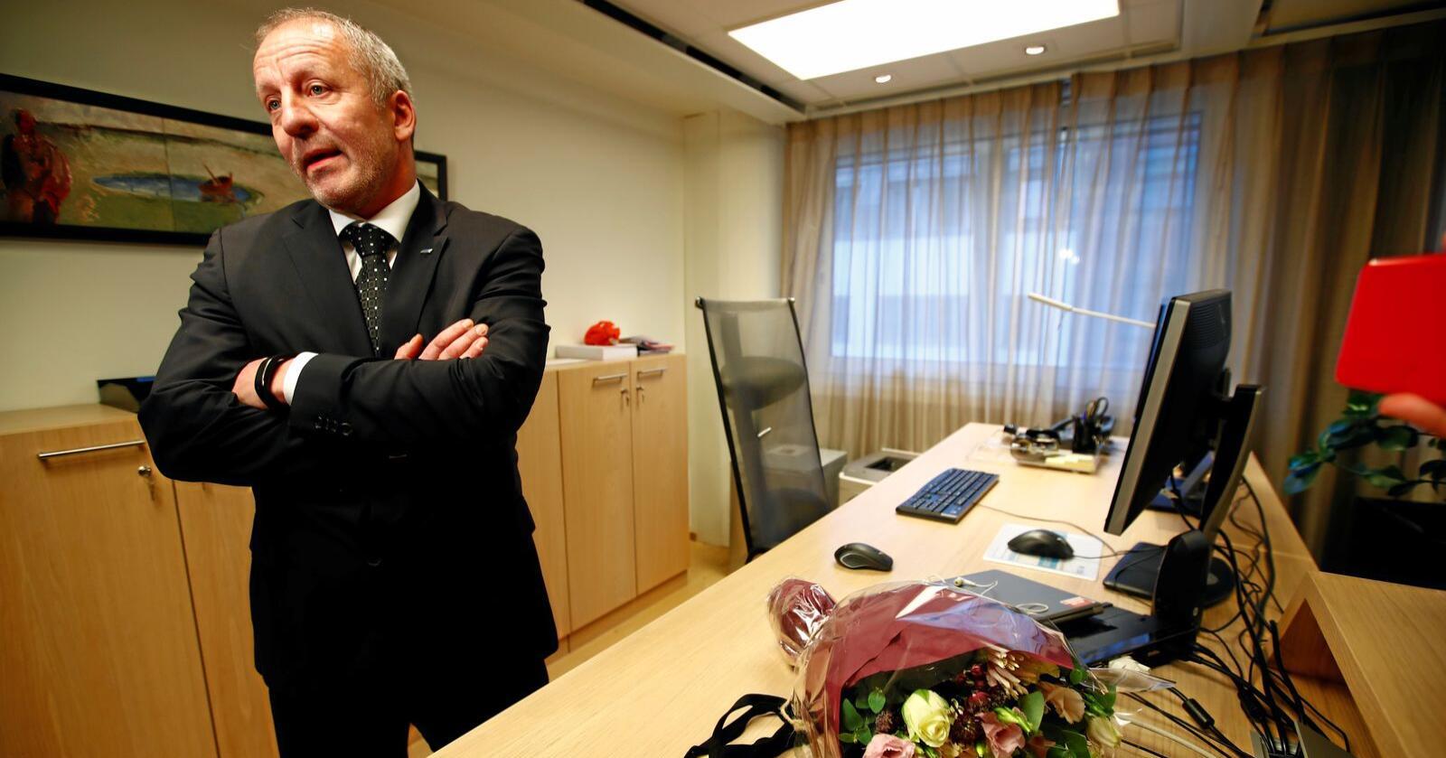Ryddig: Fiskeriminister Geir Inge Sivertsen ble sendt hjem fo rå rydde opp etter seg. Det ryddigste hadde vært å trekke seg. Foto: Terje Pedersen/NTB scanpix
