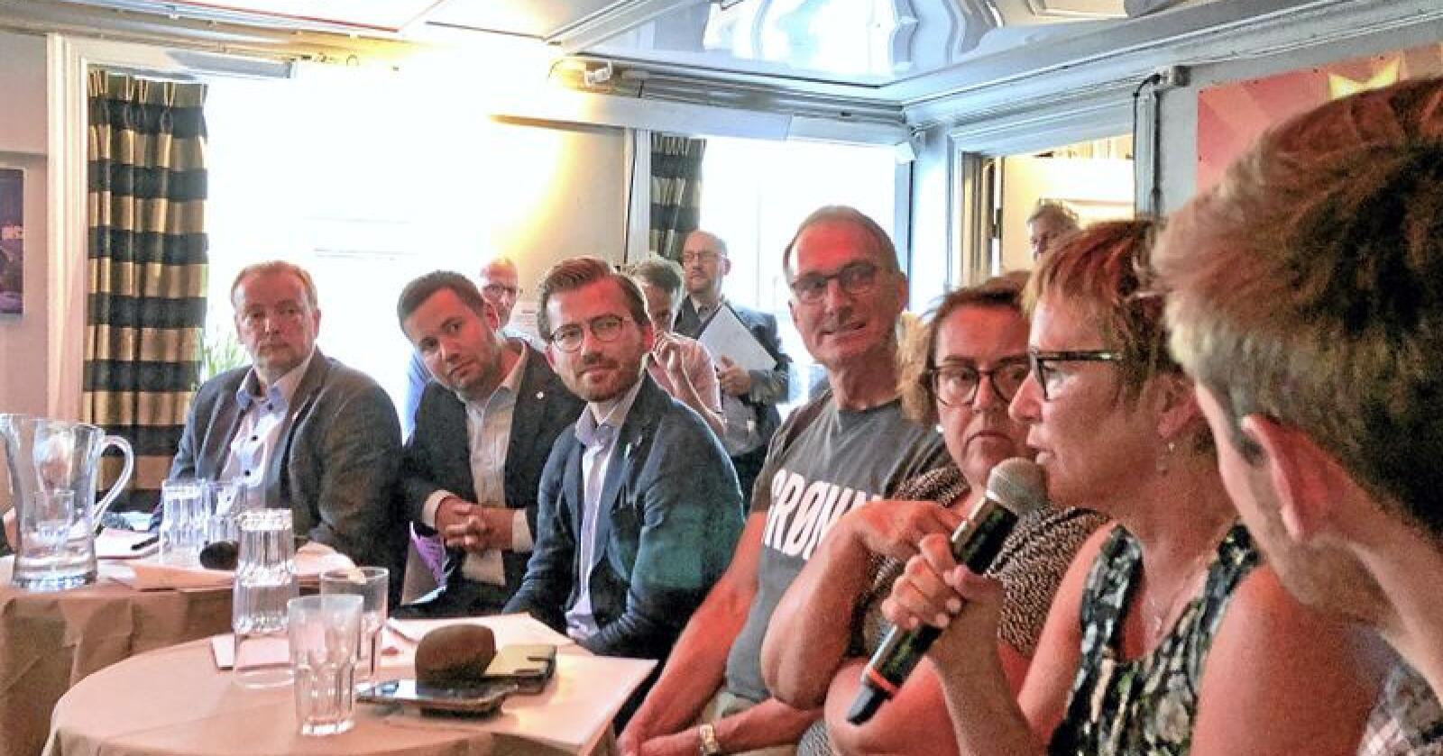 Politikarpanelet utveksla meiningar om kjøtforbruket i Noreg. Frå venstre: Terje Halleland (Frp), Geir Pollestad (Sp), Sveinung Rotevatn (V), Harald Moskvil (MDG), Olaug Bollestad (KrF), Margunn Ebbesen (H) og Nils Kristen Sandtrøen (Ap). Foto: Line Omland Eilevstjønn