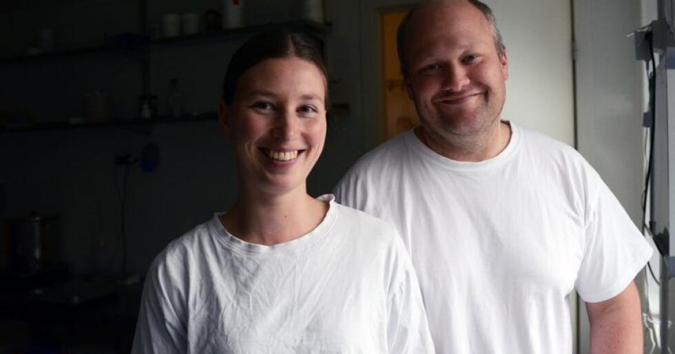 Rakel Hodne og Jarle Rueslåtten Paulsen har fått erfare hvor sårbar produksjonen er, når den ene personen blir syk.