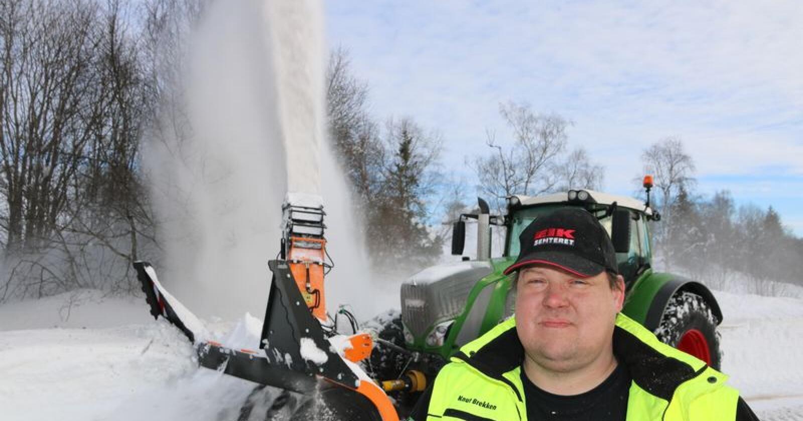 Knut Brekken fra Eik Sentret i Gjøvik var på plass med Dalen snøfreser på brøytedagen i Aust-Torpa.