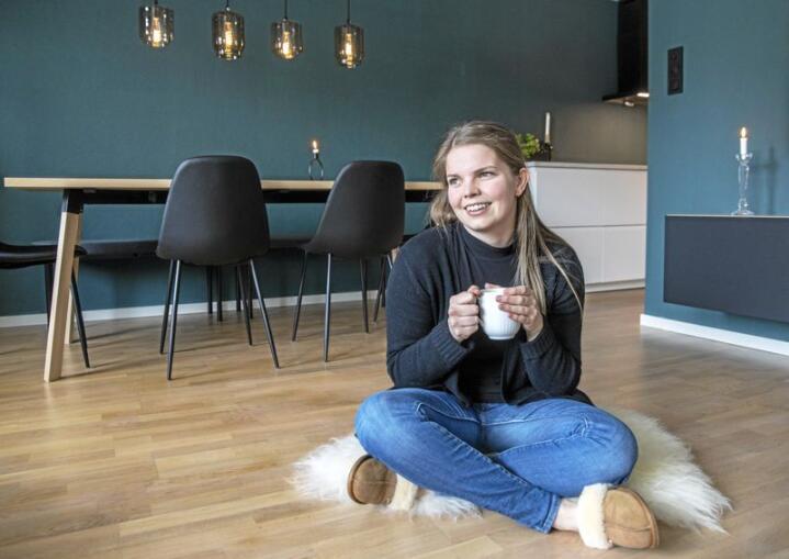 Lånet er stort, men den første leilegheita er i boks. Julie Jahr er glad ho byrja å spare tidleg. Foto: Ole Berg-Rusten / NTB scanpix