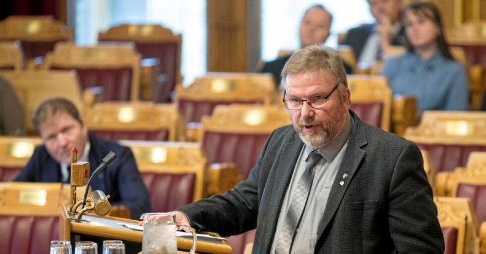 Kritisk: Senterpartiets samferdselspolitiske talsperson Bengt Fasteraune, her fotografert under Stortingets muntlige spørretime. Foto: Vidar Ruud / NTB Scanpix