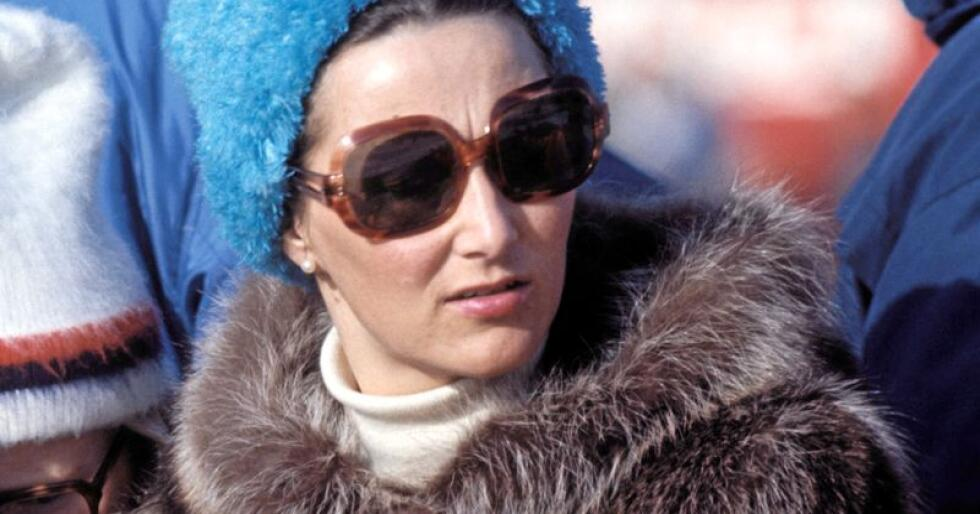 Pels: Daværende kronprinsesse Sonja med pels i Holmenkollen 1974. Foto: NTB arkiv / Scanpix
