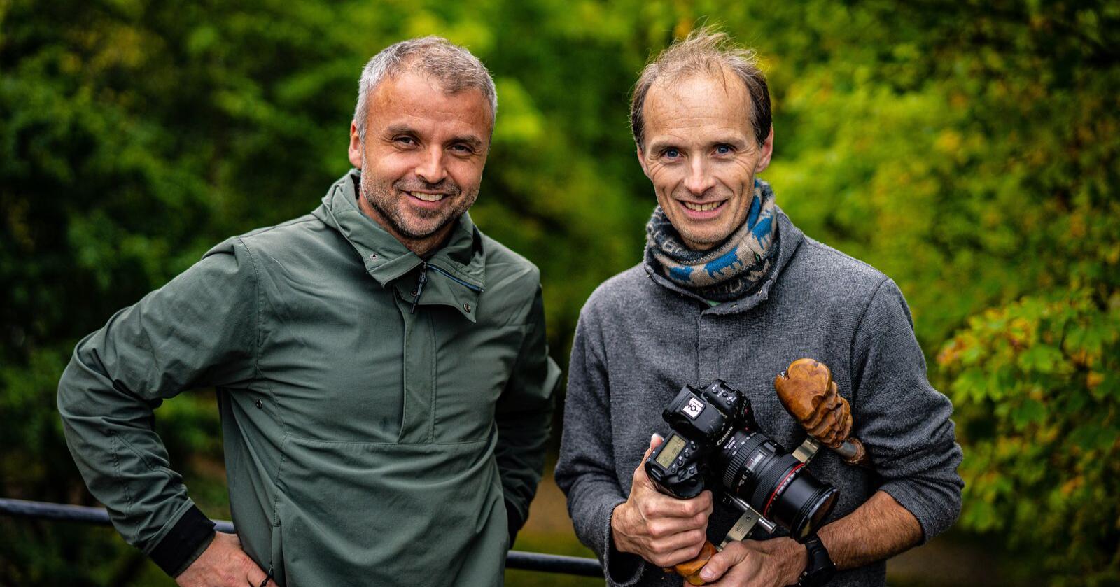Noralv Pedersen og Torje Bjellaas skal lede dokumentarserien «Der ingen skulle tru at nokon kunne bu». Programstart er førstkommende søndag, Foto: NRK