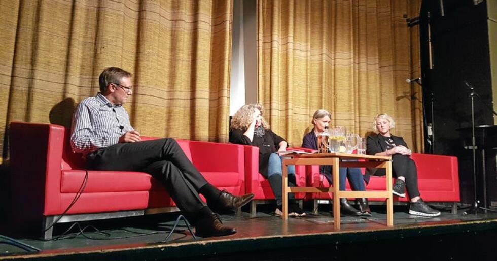 Fra venstre: Konsernsjef i Nortura Arne Kristian Kolberg, debattleder Eva Nordlund, Merete Hofshagen i Veterinærinstituttet og Audhild Slapgard, bonde og nestleder i Nord-Trøndelag Bondelag. Foto: Hilde Lysengen Havro