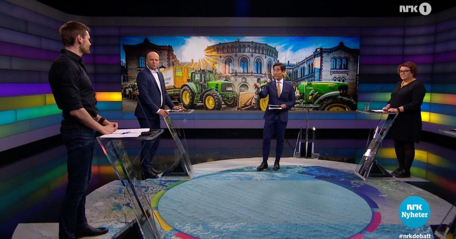 Frå venstre: Landbrukspolitisk talsperson i Ap Nils Kristen Sandtrøen, Sp-leiar Trygve Slagsvold Vedum, programleiar Fredrik Solvang, og landbruks- og matminister Olaug Bollestad. Skjermdump: NRK