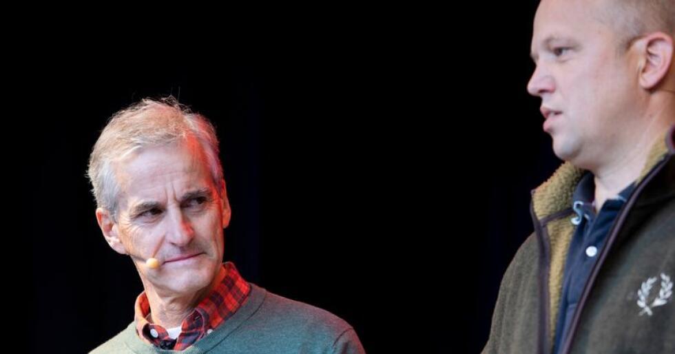 Ap-leder Jonas Gahr Støre (t.v.) og Sp-leder Trygve Slagsvold Vedum møttes torsdag til debatt i Lofoten. Bildet er tatt ved en tidligere anledning. Foto: Tore Meek / NTB scanpix