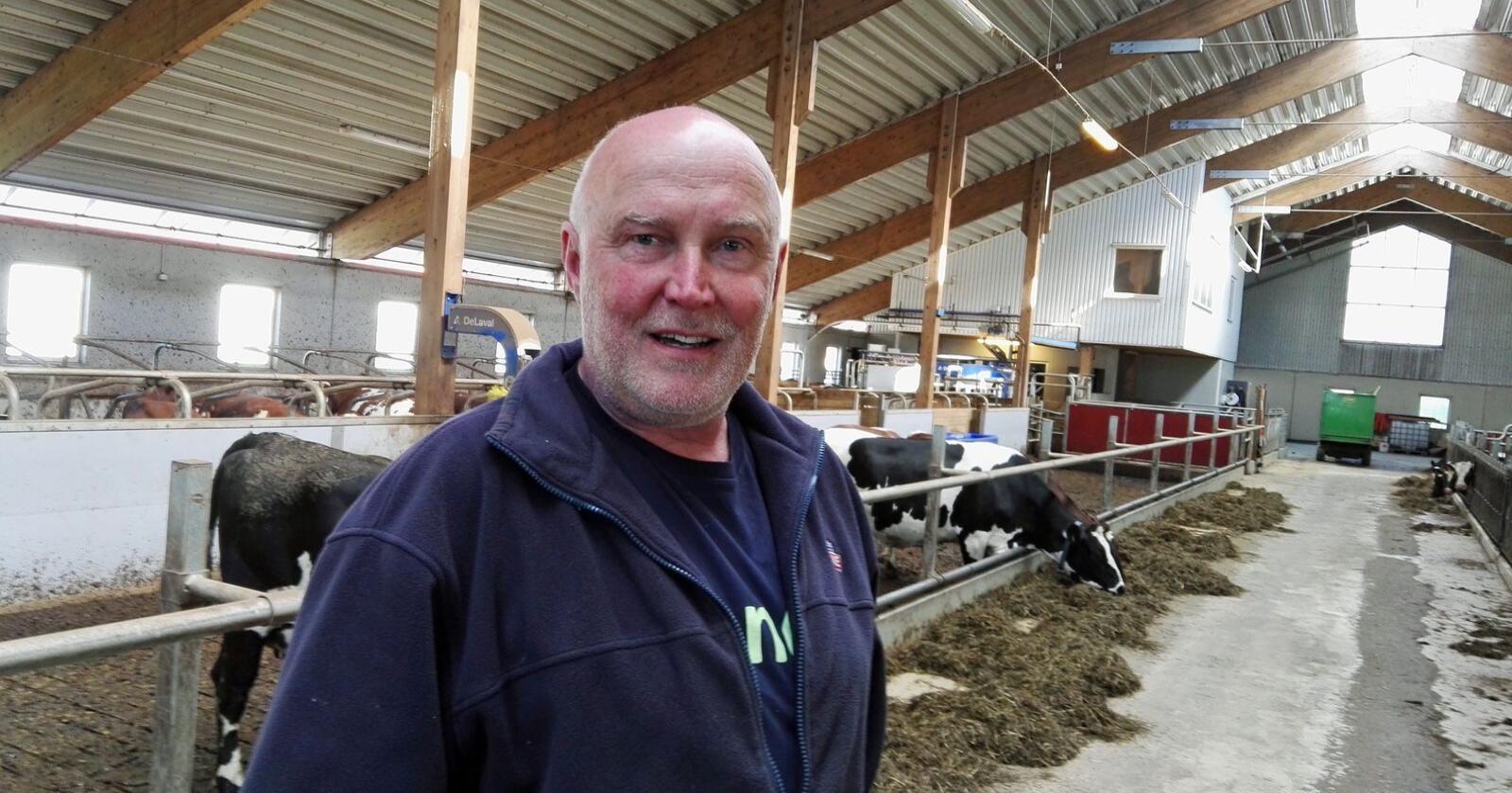 Svend Arild Uvaag er leder i Østfold Bondelag. – Vi må sikre at vi klarer å opprettholde, og aller helst gjøre norsk matproduksjon større, fordi det er et viktig bidrag i klimakampen, skriver Uvaag. (Foto: Stian Eide)